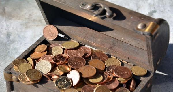 Schatztruhe mit Münzen
