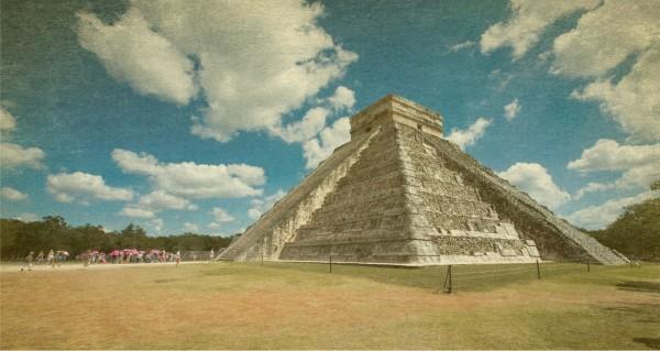 Retro Mexico Pyramide