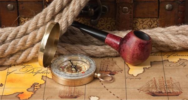 Kompass und Pfeife