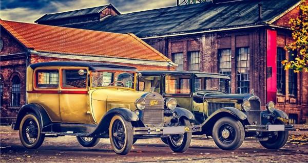 Zwei Vintage Oldsmobile