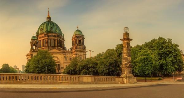 Berliner Dom bei Dämmerung