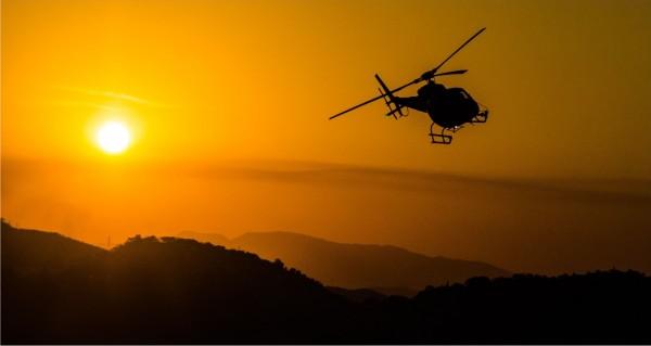 Hubschrauber im Sonnenuntergang