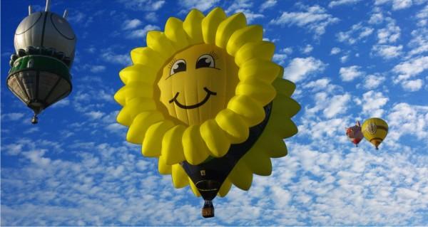 sonniger Heißluftballon